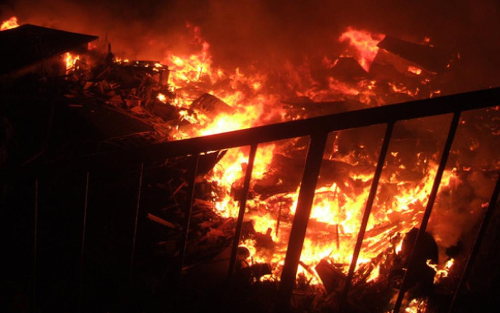 南浜地区(門脇町)に広がる火災の様子(出展:石巻百景)